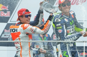 Marc Marquez wins Red Bull Indianapolis GP for second straight year at Brickyard; now 10-for-10 in 2014 season