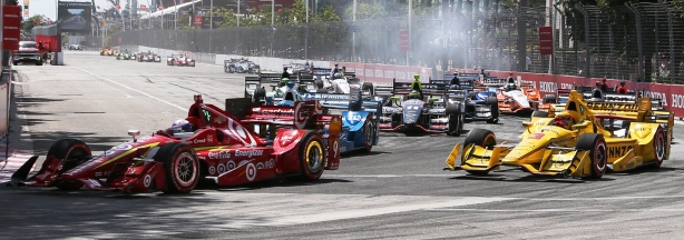 Scott Dixon leads the field into Turn 1 at the start the Honda Indy Toronto -- Image by Joe Skibinski